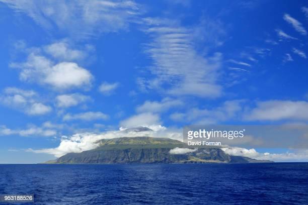 the island of tristan da cunha from the southern end. - isla tristán de acuña fotografías e imágenes de stock