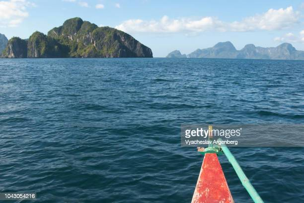 the islands of the bacuit archipelago, jurassic landscape with limestone islands, rising abruptly from the water, palawan, philippines - argenberg fotografías e imágenes de stock