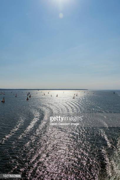 the isle of wight boat race off cowes 2018 07 07 - off stock pictures, royalty-free photos & images