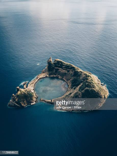 the islet of vila franca do campo - paisaje volcánico fotografías e imágenes de stock