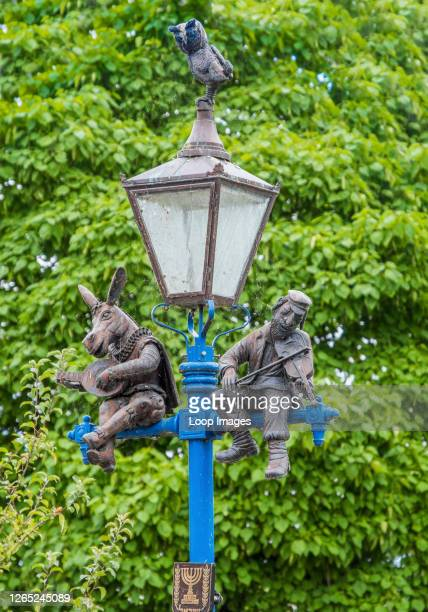 The Israeli Lamp in Stratford upon Avon features the characters Bottom and Topol as well as an owl.