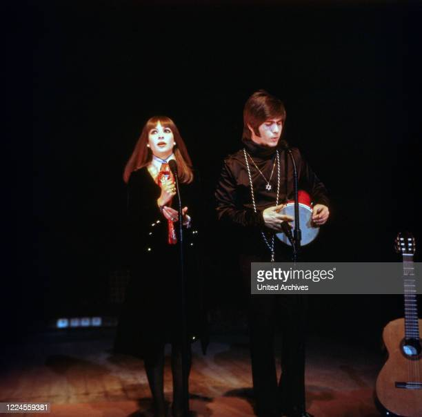 The Israeli musician couple Esther Abi Ofarim in black clothes during a performance 1967