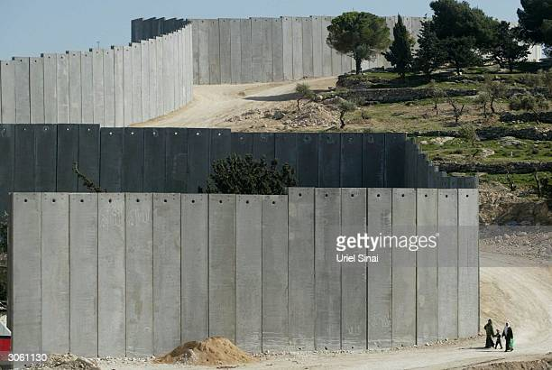 the israeli seperation barrier - historical palestine stock pictures, royalty-free photos & images