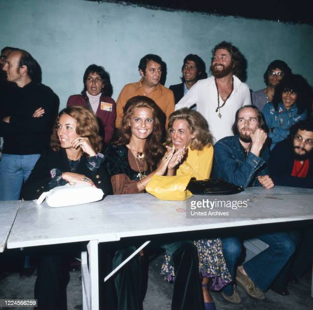 The israeli singer Daliah Lavi together with friends at a Party Rio de Janeiro Brazil 1970