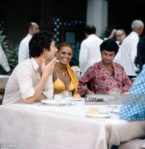 The israeli singer Daliah Lavi together with friends at breakfast Rio de Janeiro Brazil 1970
