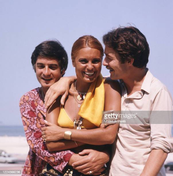The israeli singer Daliah Lavi with two friends at the beach Copacabana Rio de Janeiro Brazil 1970