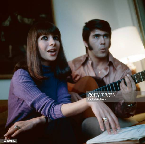 The Israeli vocal duo Esther Abi Ofarim make music together in 1967 during a home story