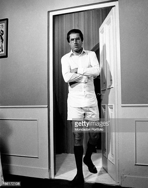 The Italian actor Lando Buzzanca on the set of the film Nonostante le apparenze e purché la nazione non lo sappia All'onorevole piacciono le donne...