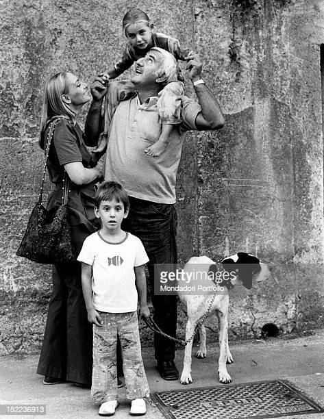 The Italian actor scriptwriter and director Adolfo Celi holding his daughter Alessandra on his shoulders near his wife the Romanian actress Veronica...