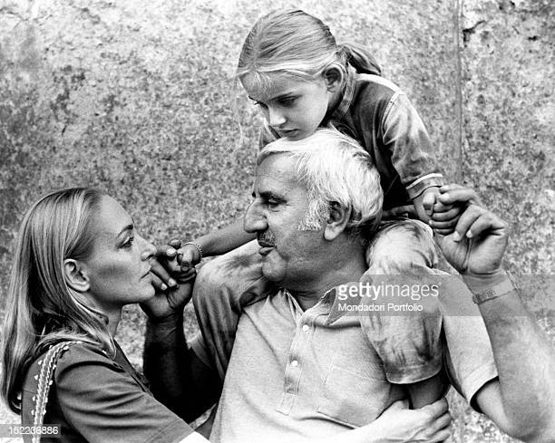 The Italian actor scriptwriter and director Adolfo Celi looking his wife the Romanian actress Veronica Lazar in the eye holding his daughter...