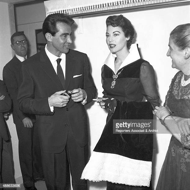 The Italian actor Walter Chiari talking with the American actress Ava Gardner and the Italian stylist Giovanna Fontana during a party at the Atelier...