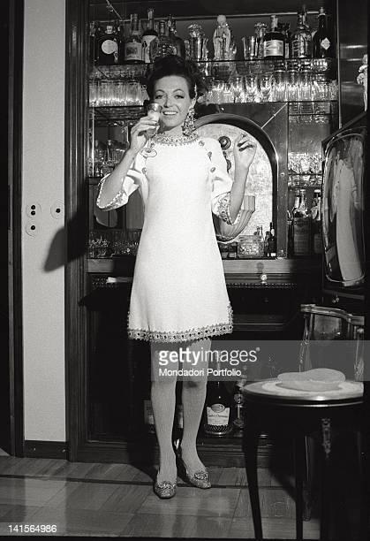 The Italian actress Bedy Moratti toasting at her home's bar corner Milan May 1968