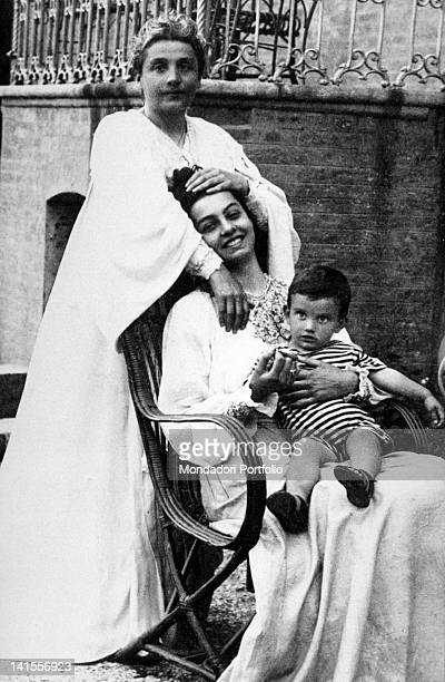 The Italian actress Eleonora Duse holding her daughter Enrichetta while sitting and holding in her arms the little Angelica Mendelssohn Rimini 1905