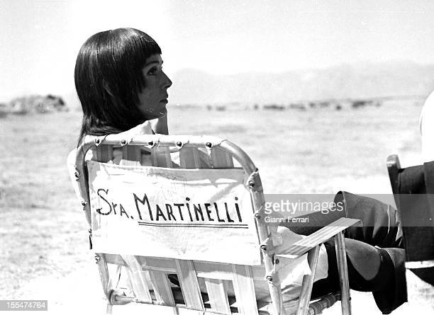 The Italian actress Elsa Martinelli during a break in the filming of the movie `La Araucana' near Madrid Madrid Castilla La Mancha Spain