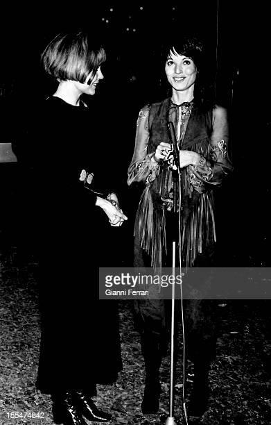 The Italian actress Elsa Martinelli with presenter Laura Valenzuela in the Spanish television program `Song 1971' Madrid Castilla La Mancha Spain