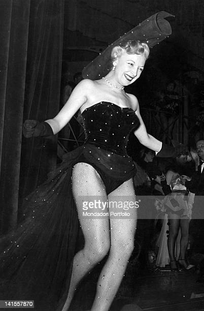 The Italian actress Isa Barzizza in a scene from the review 'Gran Baldoria' directed by Pietro Garinei and Sandro Giovannini Italy 1951