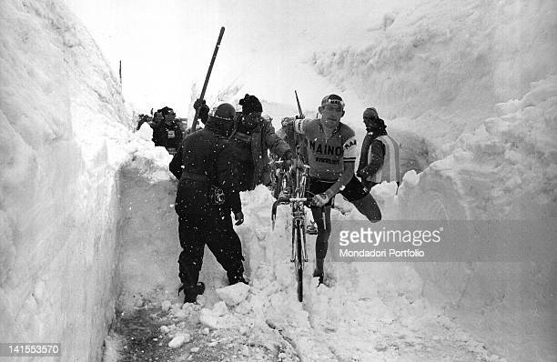 The Italian cyclist Ado Moser carrying his bicycle over a pile of snow during the 20th stage of the Giro d'Italia MadesimoStelvio Stelvio 3rd June...