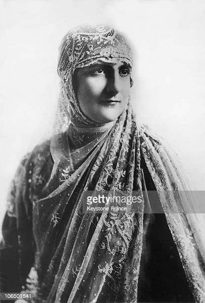 The Italian Donna Elena Parisi Terra Wearing The Kind Of Outfit Which Was Worn At The Spanish Court During Ceremonies Around 19251939
