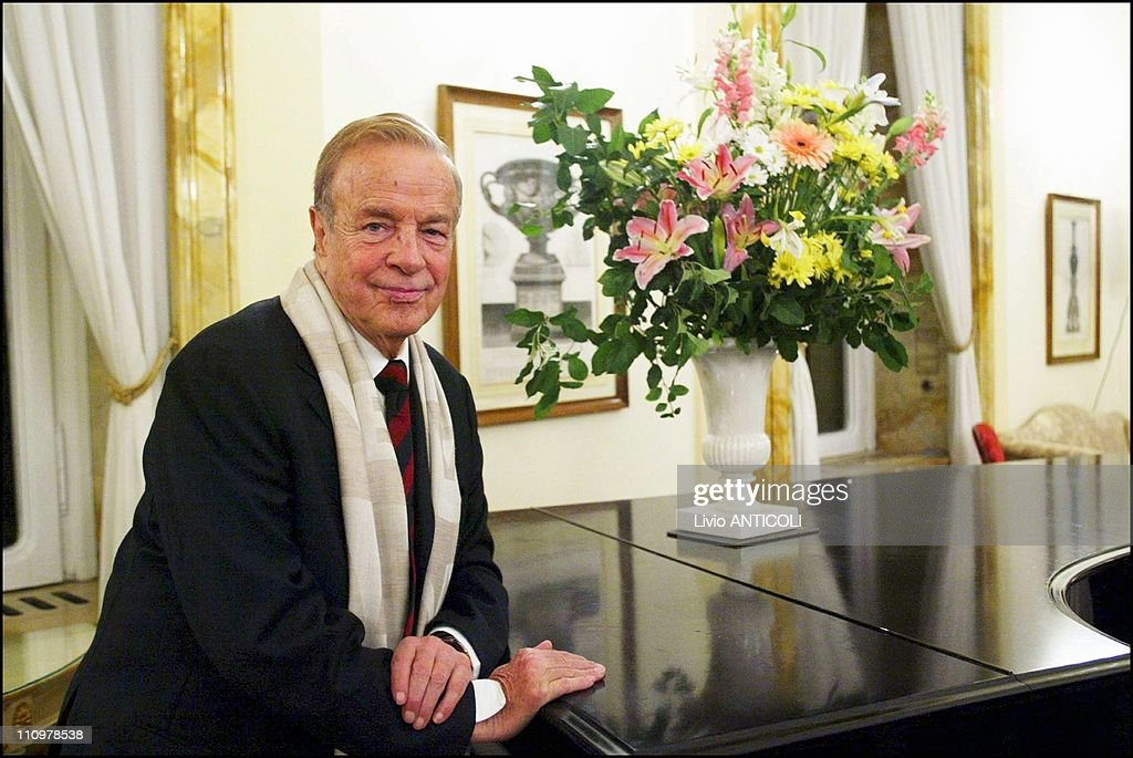 The Italian Film Director Franco Zeffirelli Receives From Queen Elizabeth The Onoreficence Of Cavaliered Of The United Kingdom In Rome, Italy On November 24, 2004. : News Photo