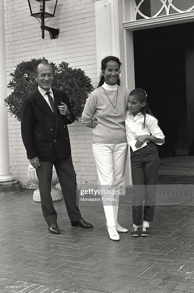 Bruno Pagliai With Merle Oberon And Daughter : News Photo