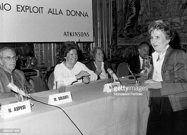 The Italian journalist Camilla Cederna moderating the jury of the first edition of the Exploit journalistic prize The jury is made of the Italian...