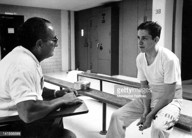 The Italian journalist Lazzero Ricciotti interviewing the American condemned to death for murder, Thomas Franklin Caraway. Houston, July 1969