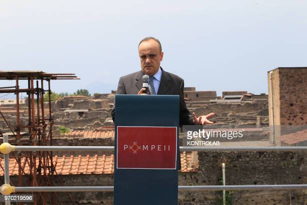 SCAVI POMPEI CAMPANIA ITALY The Italian Minister of Culture Alberto Bonisoli tlaks with journalists in the work site of new excavations in Regio V in...