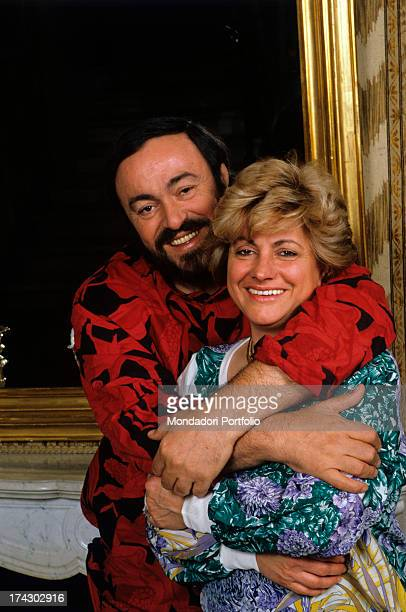 The Italian opera singer Luciano Pavarotti happy embraces his first wifeAdua Veroni affectionately who is also smiling 1987