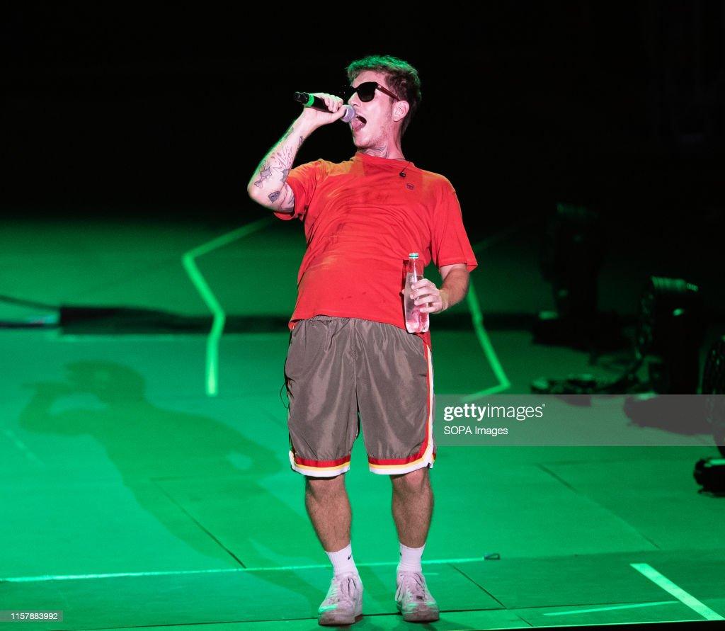 The italian rapper Dani Faiv opens the concert of singer and... : Photo d'actualité