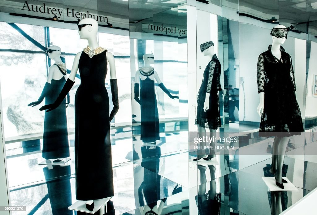 FRANCE-FASHION-EXHIBITION-HAUTE-COUTURE-GIVENCHY : News Photo