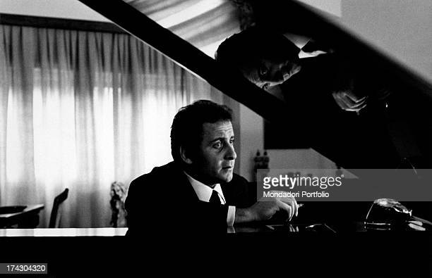 The Italian singer Domenico Modugno sitting on the sofa together with his wife Franca Gandolfi and their children Marco and the little Marcello in...
