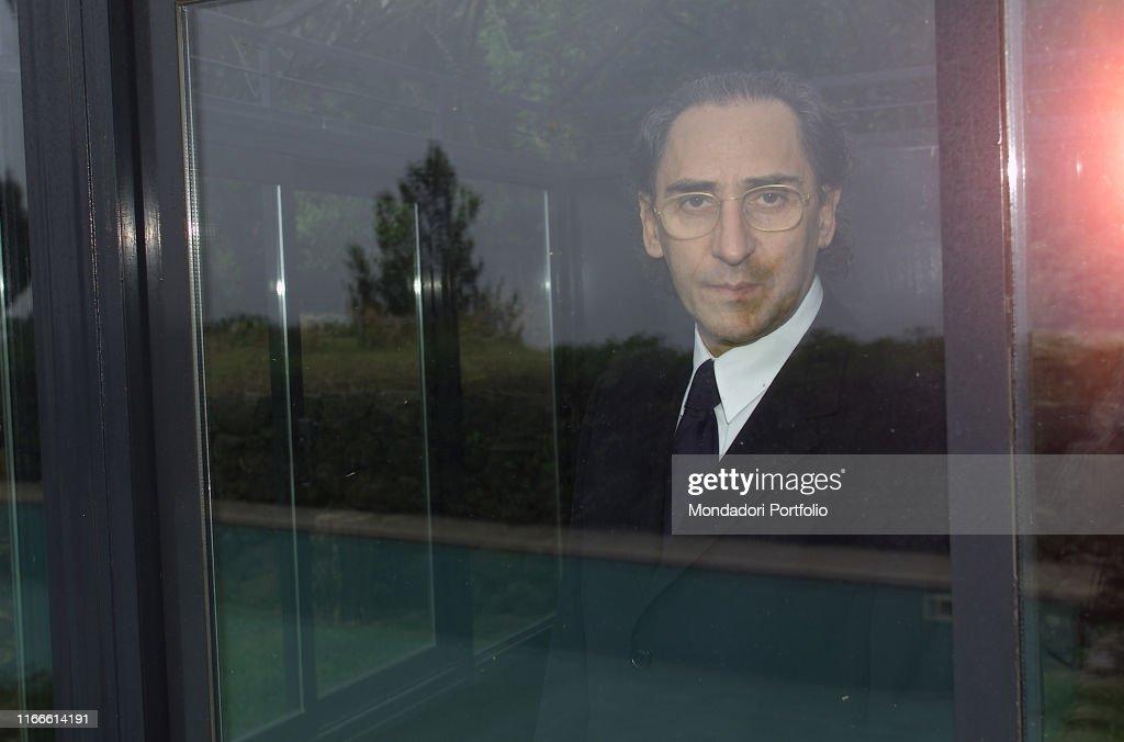 Franco Battiato behind a glass : Foto di attualità