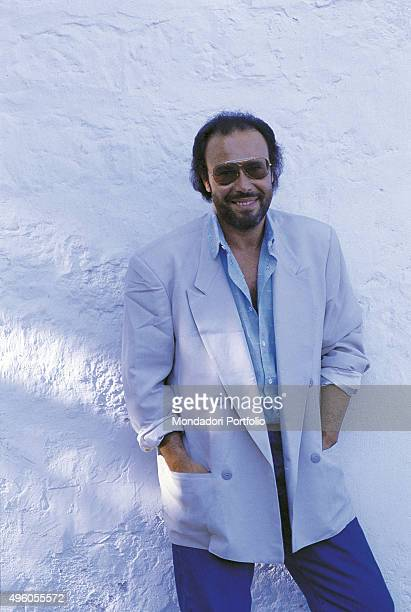 The Italian songwriter Antonello Venditti posing in front of a wall during a photo shoot Italy 1986