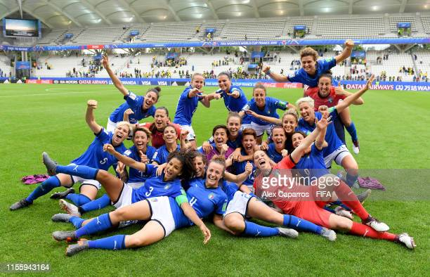 The Italy team celebrate following their sides victory in the 2019 FIFA Women's World Cup France group C match between Jamaica and Italy at Stade...