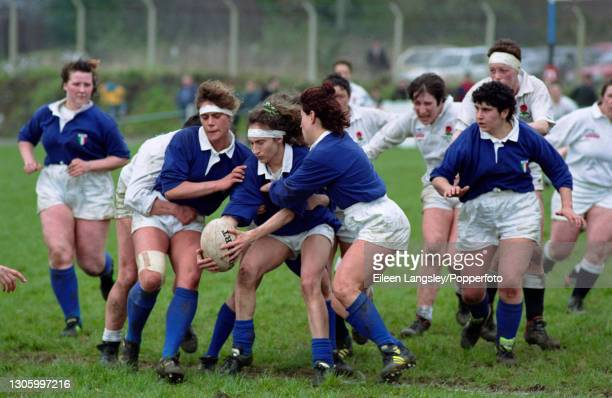 The Italy team gain possession of the ball during play in the pool 4 match between England and Italy on the second day of competition in the 1991...