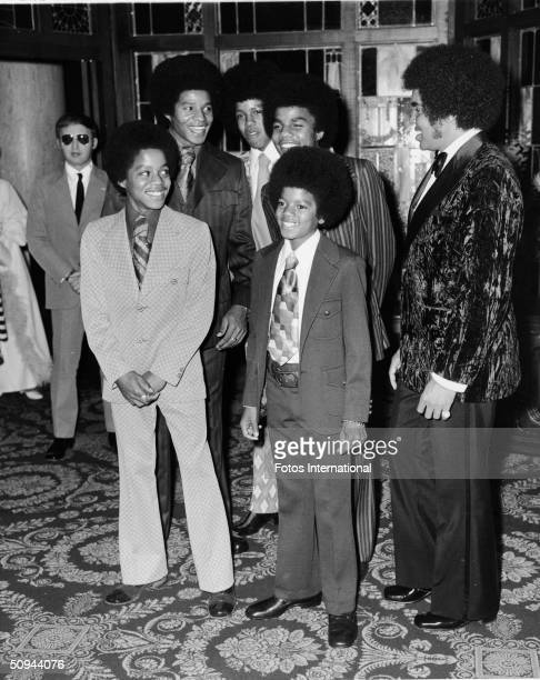 The Jackson 5 attend the NAACP Image Awards at the Hollywood Palladium Hollywood California November 1971 From left Marlon Jackson Jackie Jackson...