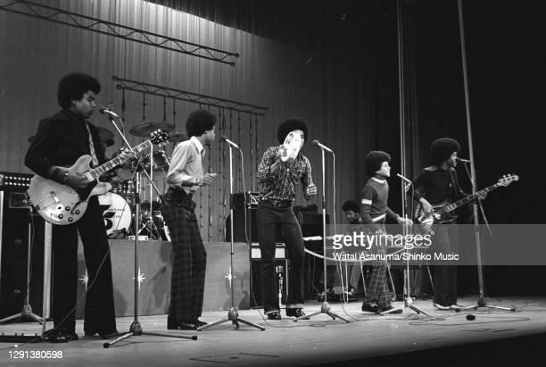 The Jackson 5 perform on stage at the 1972 Royal Variety Performance at the London Palladium, 30th October 1972. L-R Tito Jackson, Marlon Jackson,...