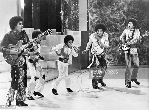 The Jackson 5 performing on their own TV special September 19 1971