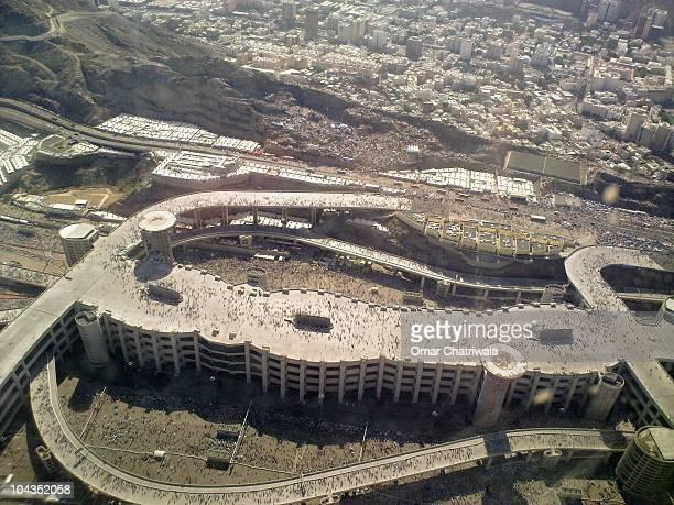 the jamarat bridge in mina from the air - hajj stock-fotos und bilder