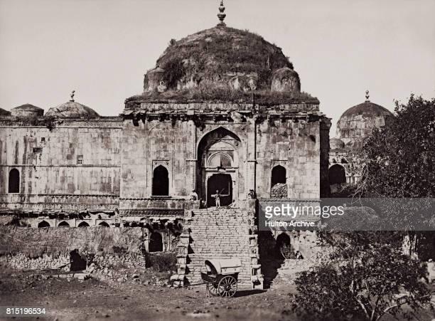 The Jami Masjid mosque, near Mandu, Madhya Pradesh, India, circa 1875. Housing the tomb of Hoshang Shah, Jami Masjid is a mosque of Moghul design and...
