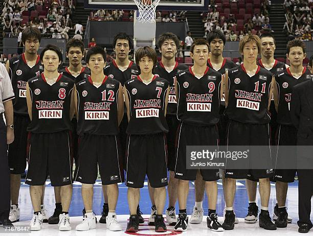 The Japanese team pose for photographs during the preliminary round of FIBA World Championships 2006 on August 19 2006 in Hiroshima Japan The...