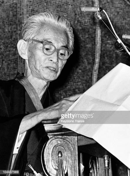 The Japanese writer Yasunari KAWABATA giving a speech of thanks during a dinner organized to celebrate his Nobel Litterature Prize in Stockholm...