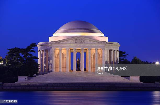 The Jefferson memorial in Washington, DC at night
