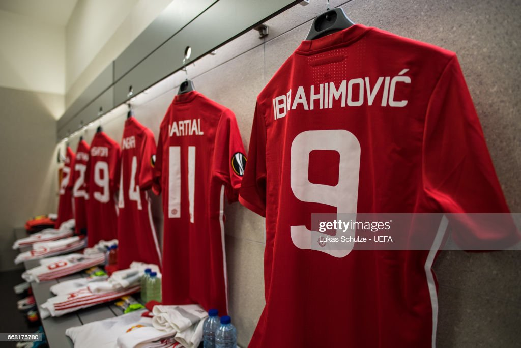 hot sale online aaf61 34495 The jersey of Zlatan Ibrahimovic of Manchester United is ...