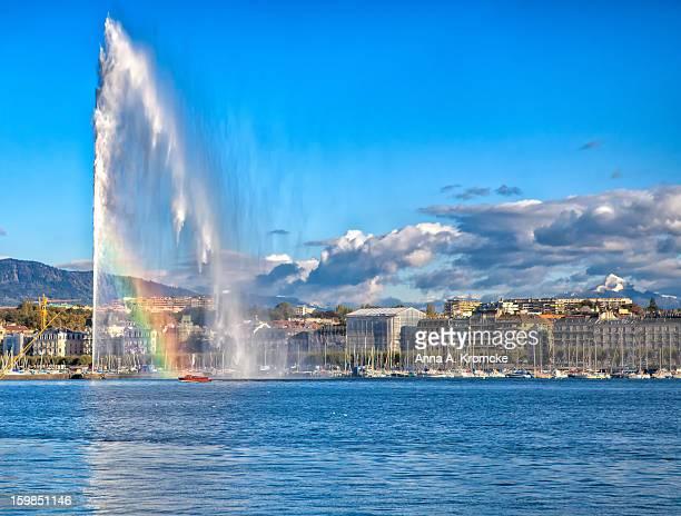 the jet d'eau fountain in geneva with a rainbow - geneva switzerland fotografías e imágenes de stock