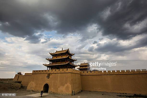 the jiayuguan of gansu province' china - stadttor stock-fotos und bilder