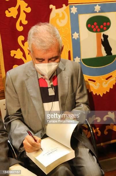 The journalist and chronicler of the Villa de Madrid, Pedro Montoliu, signs one of his books 'Madrid en los felices años 20', at the Palacio de...