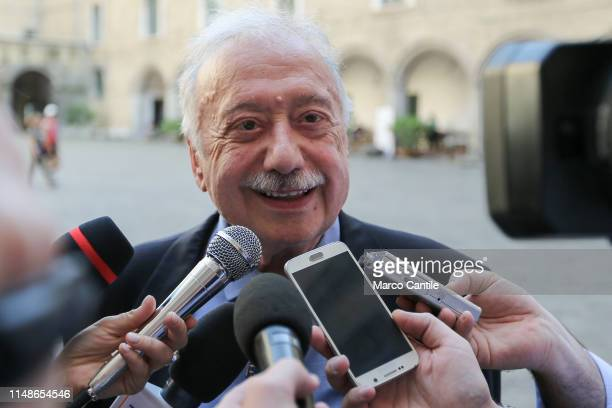 The journalist Gianni Minà before the ceremony for the conferment of honorary citizenship of the city of Naples talks with journalists