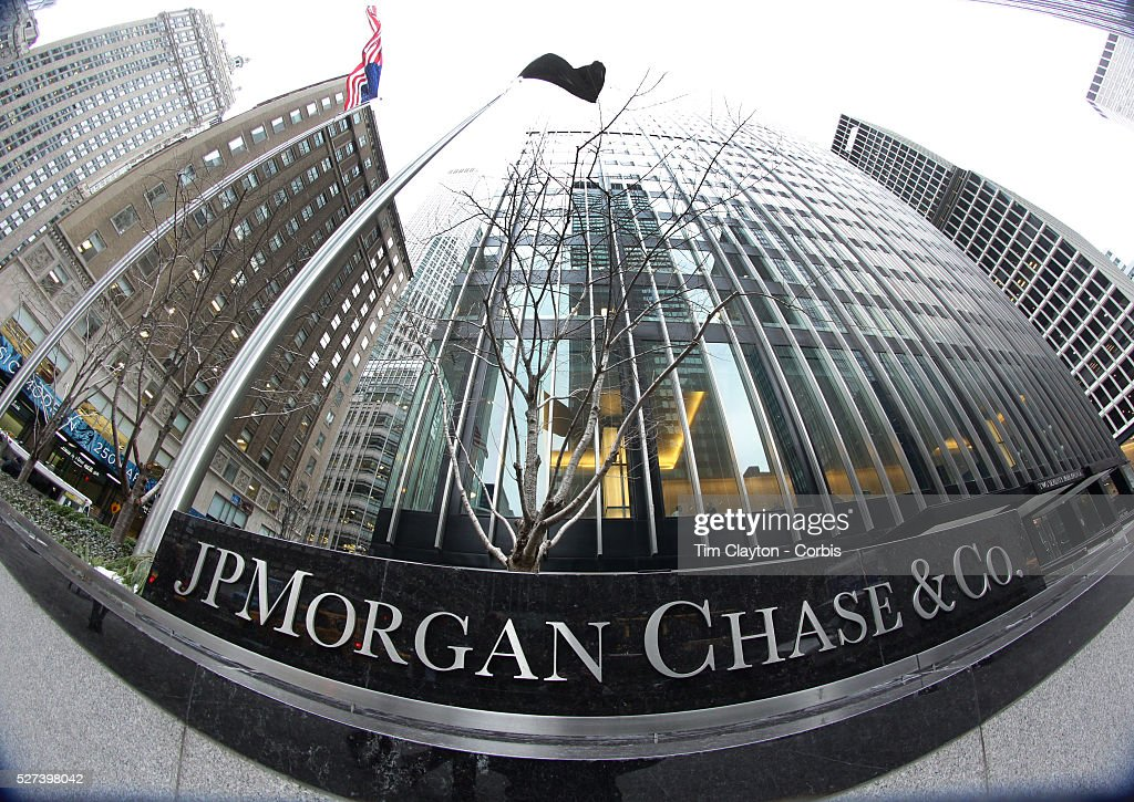 chase manhattan corporation the making of america s largest bank 2014-08-11 jpmorgan said to consider moving site of nyc headquarters  jpmorgan sold its 60-story skyscraper at 1 chase manhattan plaza last year to  bank of new york mellon corp, the world's largest custody bank,.