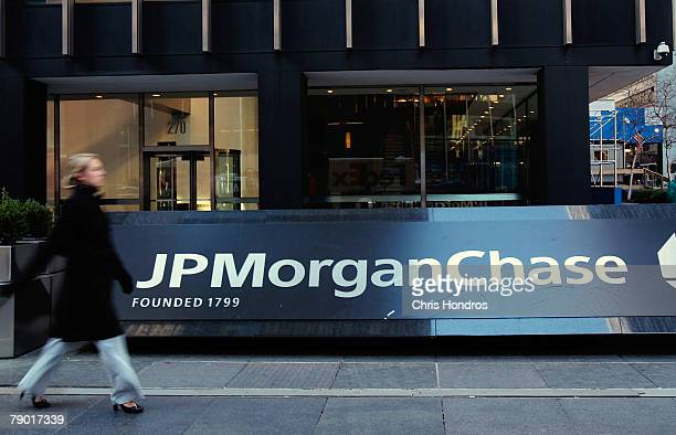 The JPMorgan Chase building in midtown Manhattan is seen January 16 2008 in New York City JPMorgan Chase announced that fourth quarter income has...